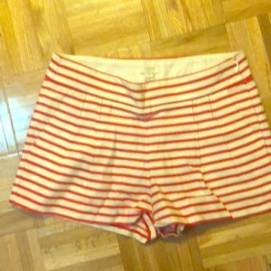 Preppy white and red striped pleated shorts